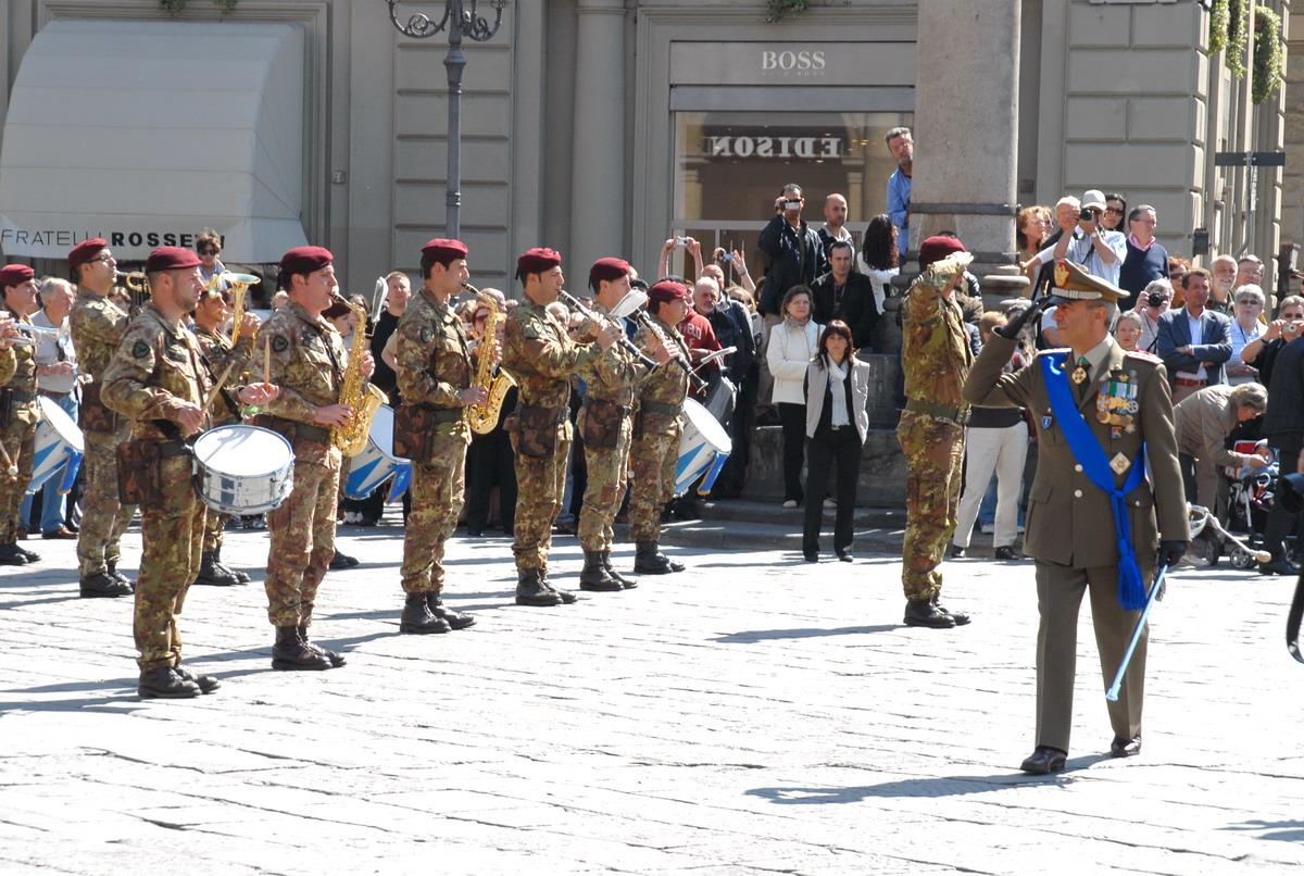 Il Generale Ridinò in piazza della Repubblica a Firenze