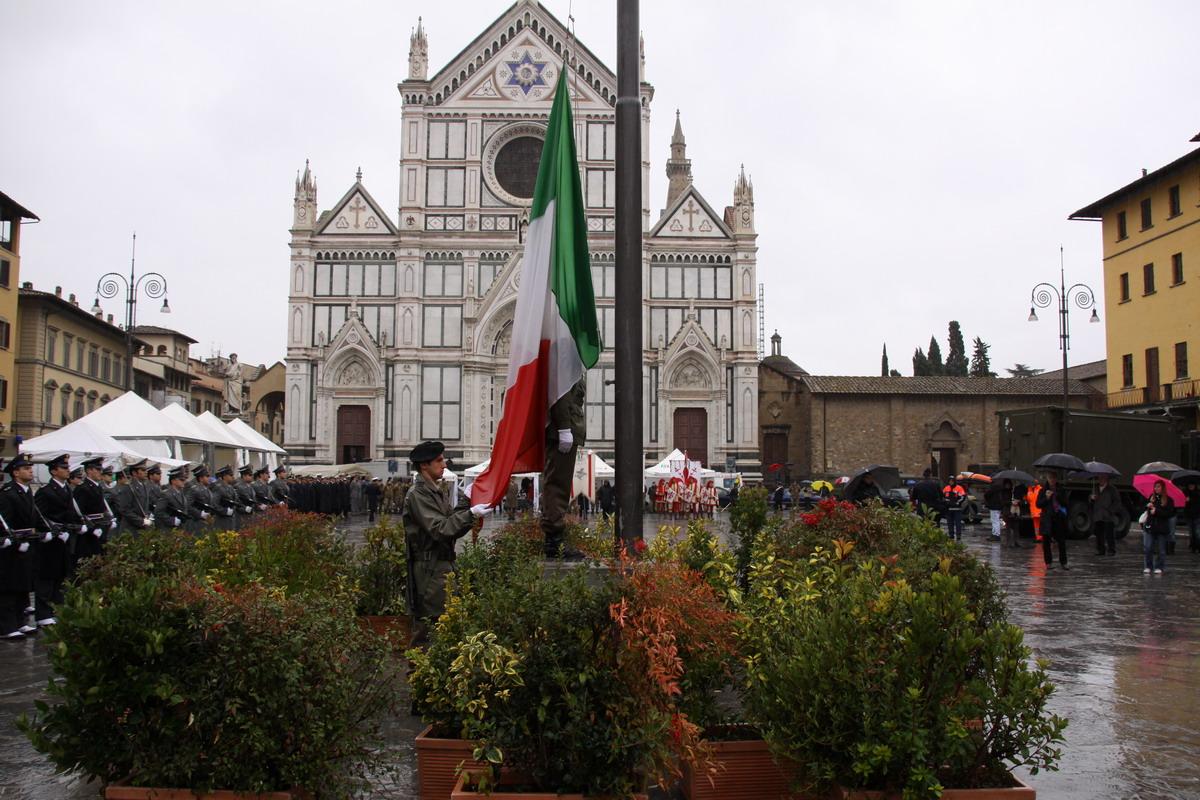 Cerimonia dell'alzabandiera in Piazza Santa Croce a Firenze per il 91° Anniversario della fine della Prima Guerra Mondiale