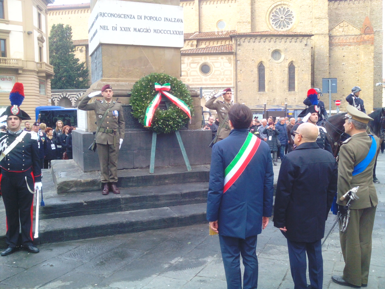 cerimonia militare in piazza (ph comunicato)
