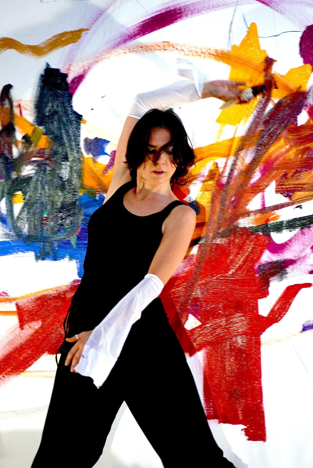 OTTAVIA - Cinzia Fiaschi action painting (Fonte foto comune di Certaldo)