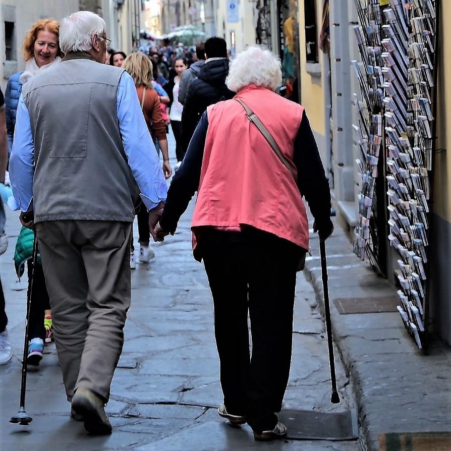 Anziani (foto di Antonello Serino Redazione di Met)
