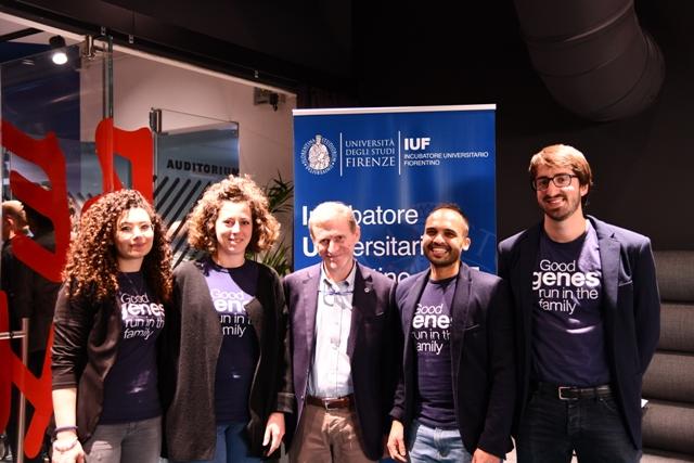 Il team di Dna Blocks con il prorettore dell'Università di Firenze Andrea Arnone (foto da comunicato)