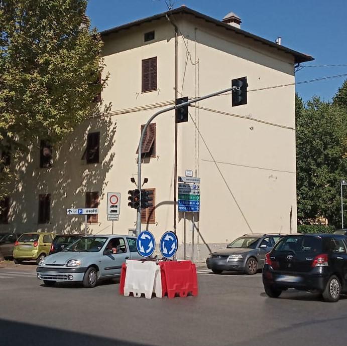 Realizzata in viale Matteotti una rotatoria provvisoria per sostituire il semaforo fuori servizio