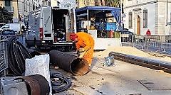 Scavo urgente di Toscana Energia per una fuga di gas (foto Antonello Serino MET)