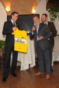 Vincenzo Nibali premiato a Le Velò Foto Maurizio Fiorenzani