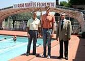 Il tecnico Dusan Popovic tra il Presidente Andrea Pieri ed il vicepresidente Franco Sottani