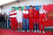 Premiazione del due senza Junior: al centro Bernardo Nannini e Pietro Zileri