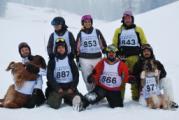 Gruppo Ski volontari VAB con mascotte