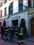 Vigili del fuoco e volontari in via Romana
