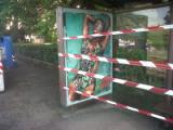 La pensilina frantumata dai vandali in via dell'Argingrosso