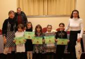 Un gruppo di bambini premiati dai donatori Fratres di Empoli
