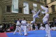 Taekwondo in piazza Strozzi nel 2012. Foto di Antonello Serino