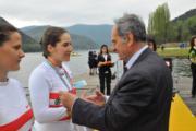 Lucrezia Fossi durante la premiazione del due senza Junior femminile