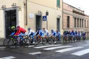 Il Team Nazionale Donne èlite transita in Piazza Mino da Fiesole nella cittadina