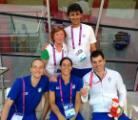 Simone Ciulli con la medaglia e la squadra italiana al completo con il capo delegazione Noretta Fioraso e il tecnico Enrico Testa