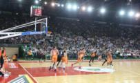 Mandela Forum gremito per la prima della Montepaschi Siena nell'Euroleague