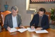 La firma del sindaco Samuele Bertinelli e del direttore della Caritas Marcello Suppressa