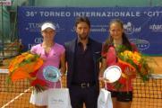 Da sx la finalista Catherine Bellis, il direttore del torneo Francesco Maffei e la vincitrice russa Darya Kasatkina