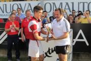Capitan Gasparri riceve in premio la Coppa Granducato. Foto Leonardo Fissi