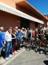 Il sindaco di Empoli Barnini alla partenza del Giro della Toscana