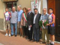 Alfredo Martini con alcuni rappresentanti del Comune di Signa
