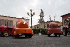 trattori porsche in piazza Montanelli a Fucecchio