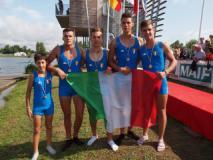 Nella foto: Giacomo Braghiroli e Alberto Dini (primo e quarto da destra) in azzurro alla Coupe de la Jeunesse