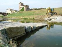 A lavoro su un corso d'acqua del Consorzio di Bonifica 3 Medio Valdarno