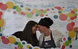 Silvia Volpe con la figlia Eleonora nello spazio toscano
