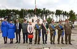 Autorita civili e militari alla cerimonia