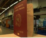 Passaporto in aeroporto (immagine Polizia di Stato)