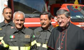 Monsignor Betori dai Vigili del Fuoco