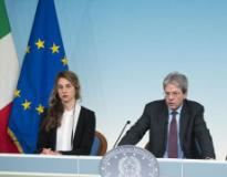 Nell'immagine dal sito del Governo il Ministro Madia e il premier Gentiloni presentano i provvedimenti sul pubblico impiego