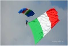 Paracadutisti in Piazza della Signoria (foto Antonello Serino Redazione MEt)