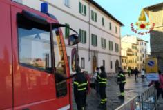 Intervento dei Vigili del Fuoco in Piazza del Carmine