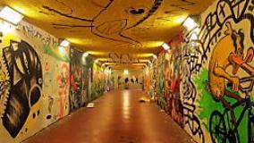 Murales, graffiti, stencil (foto Antonello Serino Redazione di Met)