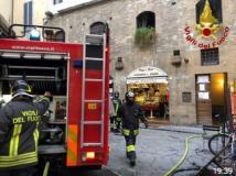 I vigili del fuoco in Piazza Santa Felicita