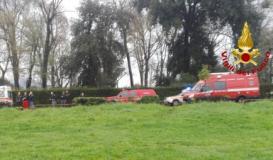 Intervento dei Vigili del fuoco sull'Arno alla pescaia dell'Isolotto