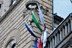 Bandiera a mezz'asta (foto di Antonello Serino, Ufficio Stampa-Redazione di Met)