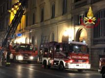 Intervento dei vigili del fuoco in Lungarno Vespucci
