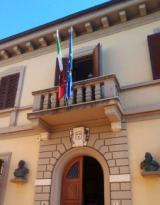 Palazzo Comunale listato a lutto