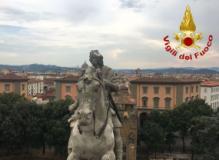 Statua danneggiata in Piazza della Libertà a Firenze