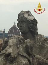 Statua danneggiata in Piazza della Liberta' a Firenze