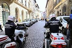 Polizia Municipale (foto Antonello Serino Redazione di Met)