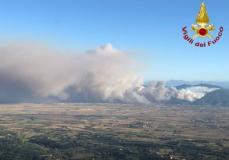 Incendio sui monti Pisani