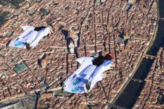Skydive Dream disegna il Giglio sul cielo di Firenze