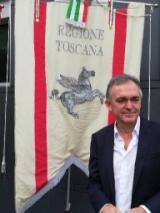 Rossi con gonfalone - fonte Regione Toscana