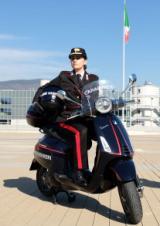 Una delle nuove Vespe elettriche dei Carabinieri