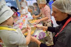 Genitori e bambini in cucina
