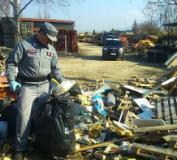 I Carabinieri forestali intervengono su una discarica abusiva a Campi Bisenzio (foto da comunicato)